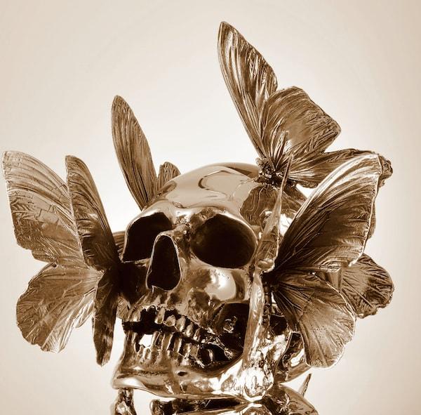 sculpture vanité aux papillons dorée de philippe pasqua